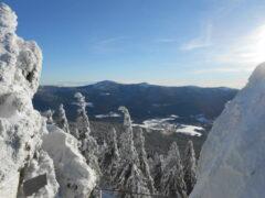 Blick vom Osser über Lohberg auf den Kleinen und Großen Arber