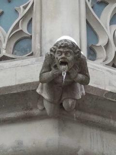 Wasserspeier vereist am Ulmer Rathaus
