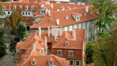 Die Kleinseite: eine Dachlandschaft wie im Märchen