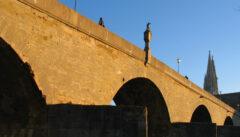 Die Steinerne Brücke und der gotische Dom: Wahrzeichen einer großen Vergangenheit