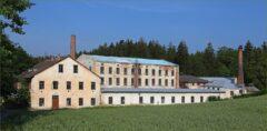 Nur noch Ruinen-Idyll am Braunaubach: die stillgelegte Anderlfabrik