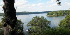 Blick von Nikolskoe/Wansee auf Havel und Pfaueninsel