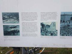 Tempelhof: Erinnerungstafel an die Rettung Westberlins durch die Rosinenbomber 1948/49