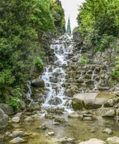 Wasserfall im Viktoria-Park am Kreuzberg