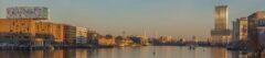 """Blick von der Oberbaumbrücke nach Osten, Blick auf Elsenbrücke, Molecule men, Twin-Tower und """"Treptower"""", links nhow-Hotel"""