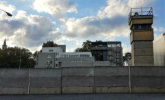 Es gibt sie kaum mehr - die alte Trostlosigkeit der Berliner Mauer