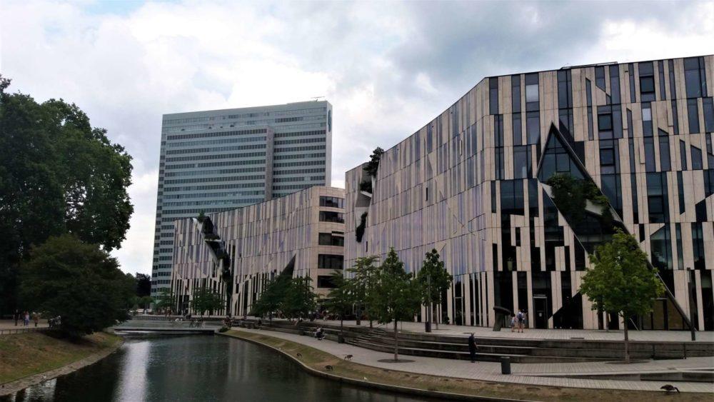 Düsseldorf: Dreischeibenhaus mit Kö-Bogen