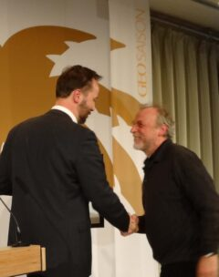 """ITB Berlin, 7.3.2013: Überreichung der """"Goldenen Palme 2013"""" an Erwin Aschenbrenner durch Lars Nielsen, Chefredakteur der GEO SAISON"""