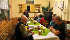 Entspannt am Abend beim böhmischem Bier und Essen in unserer Pension