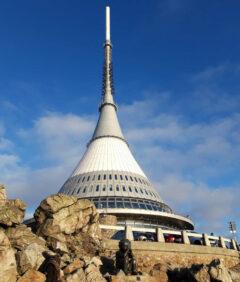Das Hotel auf dem Berg: Das Hotel Jested auf dem Hausberg von Liberec