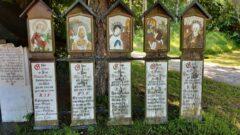 Gut Kless bei Arrach - künstlerisch bemalte Totenbretter
