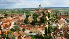 Die bezaubernde Stadt Mikulov beherbergte einst unter dem Schutz eines Kardinals Juden und Wiedertäufer