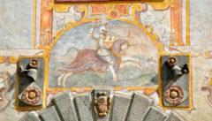 Der Rosenberger Reiter am Tor von Kloster Hohenfurth