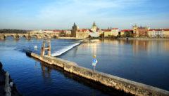 Die Moldau in Prag. Blick von der Campa-Insel auf die Altstadt