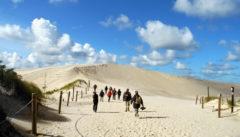 Die große Wanderdüne von Łeba. Ein Berg aus Sand, Wolken und Licht.