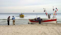 Fischen wie früher. Gleich am Strand wird der Fisch verkauft.
