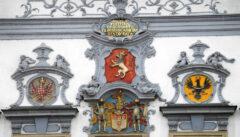 Prächtige Böhmisch-Mährische Wappen am Budweiser Rathaus