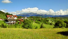 """Unser Quartier, die """"Villa Hermani"""", vor der Gebirgskette der Karpaten"""