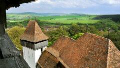 Die Kirchenburg von Trapold gewährt einen guten Blick auf Dorf und Land