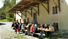Wanderpause und Brotzeit in der Hammermühle von Beilnstein