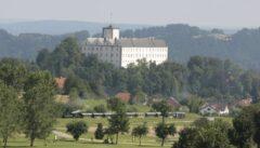 Weitra - Schmalspurbahn zwischen Golfplatz und Schloss