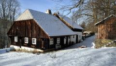 Solche schönen Böhmerwaldhäuser sind auch im Künischen selten geworden