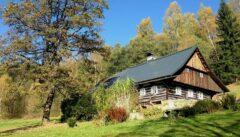 Die Schönheit des Einfachen: Volksarchitektur im Isergebirge