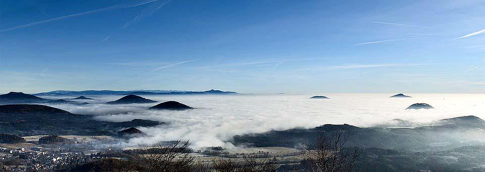Isergebirgspanorama vom Gipfel des Jeschken